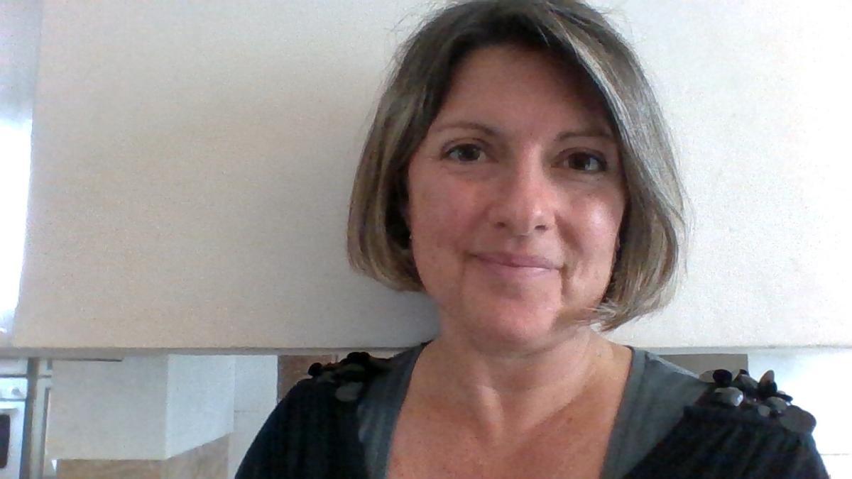 24-03-20 : Anne GUIOUGOU, institutrice à l'école primaire de Névian