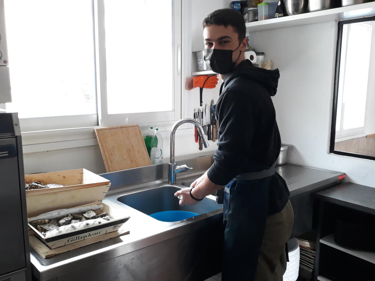 21-12-20 Titouan, à la tête du bar de l'huître à Narbonne
