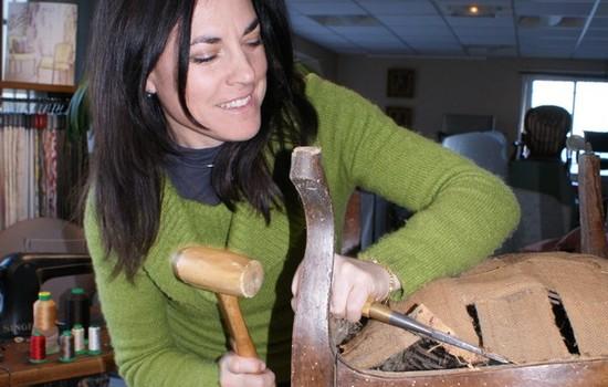 22-12-20 Nadia LANDAIS, tapissière d'ameublement, créatrice et artiste peintre à l'Atelier Toiles d'Ange à Boutenac