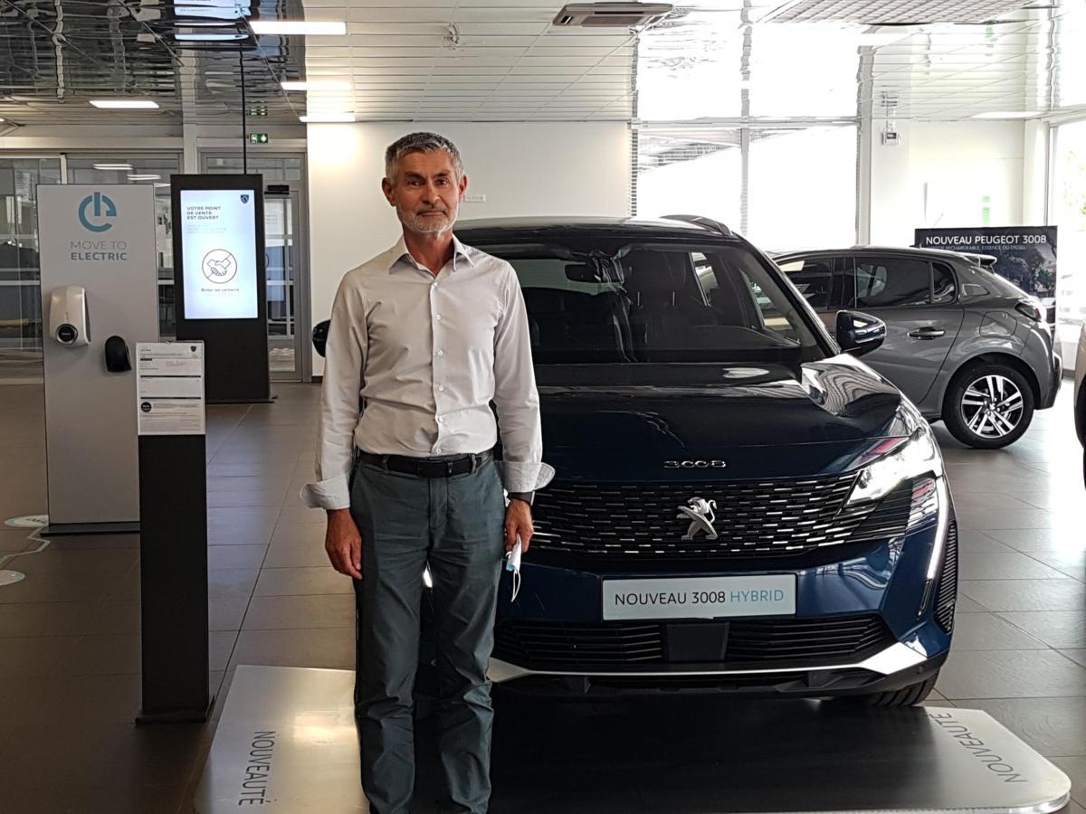 06-08-21-21 : Jean-Pierre REMONDIN, directeur de Peugeot Maurel Audoises Automobiles à Narbonne et Carcassonne